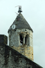 Eglise de Luzenac - Français:   Moulis (Ariège, France) - Clocher de l\'église de Luzenac. Il comporte douze pans et un étage de fenêtres géminées.