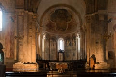 Ancienne cathédrale et cloître -  Choir of the Cathedral, seen from the nave.