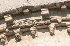 Ancienne cathédrale et cloître -  A part of the first cornice is replaced by an enigmatic group of characters.