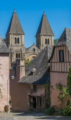 Ancienne abbaye Sainte-Foy - English: View on the Saint Faith Abbey Church from Rue du Château in Conques, Aveyron, France        This place is a UNESCO World Heritage Site, listed as Chemins de Saint-Jacques-de-Compostelle en France.  العربية | Asturianu | Беларуская | Беларуская (тарашкевіца) | বাংলা | Català | Čeština | Dansk | Deutsch | English | Español | Euskara | فارسی | Français | עברית | Hrvatski | Magyar | Italiano | 日本語 | 한국어 | Latviešu | Македонски | മലയാളം | مازِرونی | Nederlands | Polski | Português | Русский | Slovenčina | Slovenščina | Türkçe | Українська | Tagalog | Tiếng Việt | 中文(简体) | 中文(繁體) | +/−          This building is classé au titre des Monuments Historiques. It is indexed in the Base Mérimée, a database of architectural heritage maintained by the French Ministry of Culture, under the reference PA00093999 .  বাংলা | brezhoneg | català | Deutsch | Ελληνικά | English | Esperanto | español | euskara | suomi | français | magyar | italiano | 日本語 | македонски | Nederlands | português | português do Brasil | română | русский | sicilianu | svenska | українська | +/−