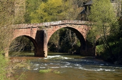 Pont sur le Dourdou, du 14s - English: The Roman Bridge over the Dourdou River, Conques, Aveyron, France