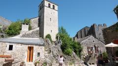Donjon et les restes du château - Français:   Village médiéval de l\'Aveyron