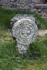 Eglise et ancien cimetière -   Discoid stele.
