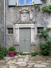 Maison adossée au front Nord des remparts - Français:   Hôtel de Grailhe, La Couvertoiraden ,Aveyron, France