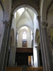 Eglise Saint-Thomas-de-Cantorbéry - Français:   Mur-de-Barrez - Église Saint-Thomas-de-Cantorbéry - Nef vue de la croisée du transept