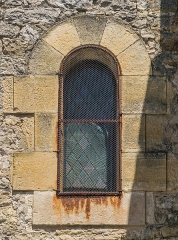 Eglise - English: Window of the Saint Peter Church of Pierrefiche, Aveyron, France