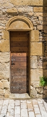 Eglise - English: Side door of the Saint Peter Church of Pierrefiche, Aveyron, France