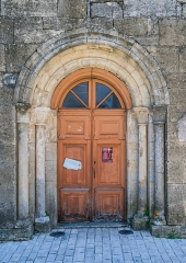 Eglise - English: Door of the Saint Peter Church of Pierrefiche, Aveyron, France
