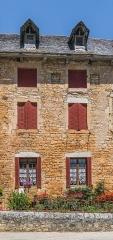 Ancienne grange monastique, dite château de Galinières, et ses annexes - English: Part of the south facade of the castle of Galinières, commune of Pierrefiche, Aveyron, France