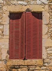 Ancienne grange monastique, dite château de Galinières, et ses annexes - English: Window of the south facade of the castle of Galinières, commune of Pierrefiche, Aveyron, France