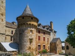 Ancienne grange monastique, dite château de Galinières, et ses annexes - English: South facade of the castle of Galinières, commune of Pierrefiche, Aveyron, France