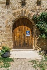 Ancienne grange monastique, dite château de Galinières, et ses annexes - English: Door of the donjon of the castle of Galinières, commune of Pierrefiche, Aveyron, France