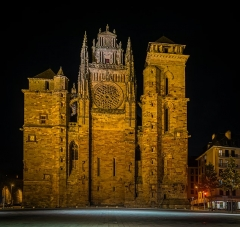 Cathédrale Notre-Dame - English: Nigth view of Our Lady Cathedral of Rodez, Aveyron, France       This building is indexed in the Base Mérimée, a database of architectural heritage maintained by the French Ministry of Culture, under the reference PA00094108 .  বাংলা | brezhoneg | català | Deutsch | Ελληνικά | English | Esperanto | español | euskara | suomi | français | magyar | italiano | 日本語 | македонски | Nederlands | português | português do Brasil | română | русский | sicilianu | svenska | українська | +/−