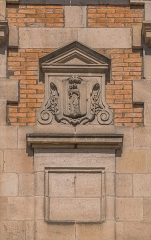 Ancien évêché - English: Detail on the wall of the former bishopric in Rodez, Aveyron, France