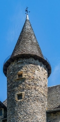 Château - English: Tower of the castle of the family Curières in Sainte-Eulalie-d'Olt, Aveyron, France