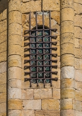 Eglise - English: Window of the Saint Eulalia Church of Sainte-Eulalie-d'Olt, Aveyron, France
