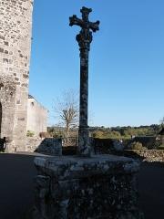 Calvaire - Français:   Calvaire (monument historique) à Orlhaguet situé devant l\'église, monument historique répertorié dans la base Mérimée sous la référence PA0094151
