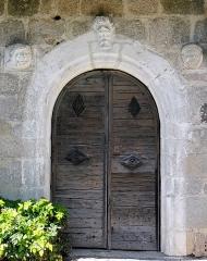 Chapelle de Mels - Français:   Sainte-Geneviève-sur-Argence - Chapelle de Mels - Portail sculpté