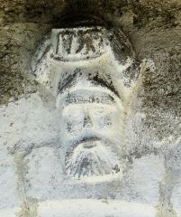 Chapelle de Mels - Français:   Sainte-Geneviève-sur-Argence - Chapelle de Mels - Portail sculpté: détail