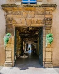 Ancien couvent des Pénitents - English: Portal of the Convent of the Penitents of Saint-Geniez-d'Olt