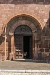 Eglise Saint-Saturnin - English: Portal of the Saint Saturnin Church of Saint-Saturnin-de-Lenne, Aveyron, France