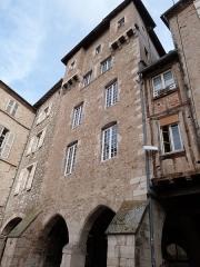 Maison Pomairols ou maison du Président Raynal - Français:   Maison Pomairols, Place Notre-Dame (Classé Classé, 1943 1996)
