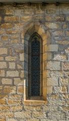Eglise du Saint-Sépulcre - English: Window of the church of the Holy Sepulchre of Villeneuve, Aveyron, France