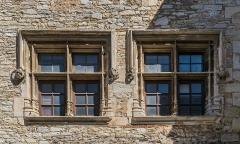 Maison voisine de la porte de ville carrée - Français:   Maison voisine de la porte de ville carrée de Villeneuve, Aveyron, France