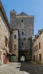 Porte de ville carrée - English:   Square town gate in Villeneuve, Aveyron, France