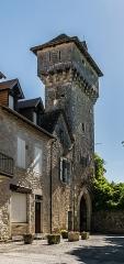 Porte de ville à machicoulis - English: Town gate with machicolations in Villeneuve, Aveyron, France
