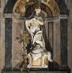 Eglise Notre-Dame de l'Assomption - English:  Grenade, Haute-Garonne, France. Altarpiece of the main altar of the church Église Notre-Dame de l'Assomption, eighteenth century. Central statue of the altarpiece,
