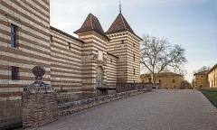 Château de Laréole - English:  Castle of Laréole, Haute-Garonne, France. North-east facade - the portal and common.