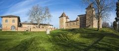 Château de Laréole - English:  Castel of Laréole, Haute-Garonne, France. Western facades and outbuildings.