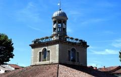 Halle, actuellement office du tourisme - Français:   Halle de Revel (Classé)