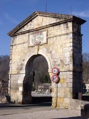 Pont, porte de pont et porte de ville -  Porte du pont de Saint-Martory (31)