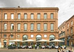 Café Bibent - English:  Café Bibent facade on Place du Capitole in Toulouse