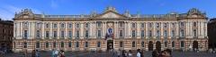 Hôtel de ville appelé Le Capitole - Français:   Panorama du Capitole de Toulouse, (Monument historique PA00094497)