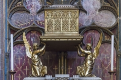 Cathédrale Saint-Etienne - English:  Chapel of the Holy Cross. The reliquary, metal painted in gold (1879), containing the fragments of the Holy Cross, is listed as historical monuments..
