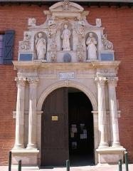 Ancienne chartreuse -  Façade des Saint-Pierre des Chartreux de Toulouse, sculptée par Antoine Bachelier en 1613.