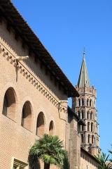 Ancien collège Saint-Raymond - Français:   Façade du musée Saint Raymond, clocher de la basilique Saint Sernin