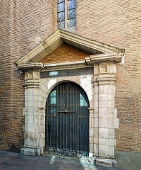 Ancien couvent des Augustins - English:  The old entrance to the Musée des Augustins in the  Rue Antonin-Mercié in Toulouse.