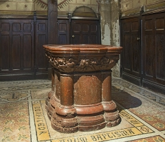 Eglise Notre-Dame-du-Taur - English:  Church Notre-Dame du Taur from Toulouse. Baptismal fonts.