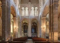 Eglise Saint-Sernin - Français:   Croisillon nord du transept de la basilique Saint-Sernin à Toulouse. Au fond on peut apercevoir les chappelles du Sacré coeur (à gauche) et de Saint-Exupère (à droite).