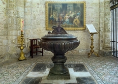 Eglise Saint-Sernin - English:  Basilica of St. Sernin, Toulouse, Haute-Garonne, France -  The baptismal fonts.