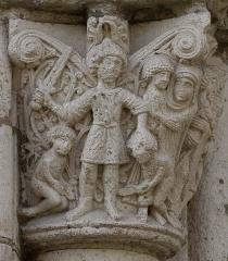Eglise Saint-Sernin - Chapiteau du massacre des innocents, Porte Miègeville de la basilique Saint-Sernin à Toulouse Le bourreau s'apprête à tuer deux enfants.