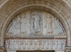 Eglise Saint-Sernin - Tympan de la porte Miègeville de la basilique Saint-Sernin à Toulouse: Le tympan représente l'ascension de Jésus-Christ L'imposte représente une vigne Le linteau représente les Douze Apôtres