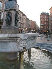 Fontaine - Français:   Fontaine Place Saint-Étienne Toulouse