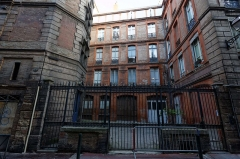 Hôtel dit de Cheverry - This building is indexed in the Base Mérimée, a database of architectural heritage maintained by the French Ministry of Culture, under the reference PA00094541 .