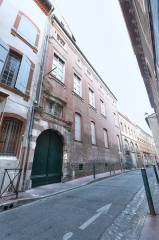 Hôtel de Claude de Saint-Félix - This building is indexed in the Base Mérimée, a database of architectural heritage maintained by the French Ministry of Culture, under the reference PA00094542 .