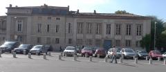 Ancien hôtel Jean du Barry - Français:   Façade de l\'hôtel Dubarry place Saint-Sernin à Toulouse